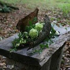 Abschied im Friedwald Funeral Flower Arrangements, Modern Flower Arrangements, Funeral Flowers, Deco Floral, Floral Foam, Arte Floral, Ikebana, Grave Decorations, Memorial Flowers