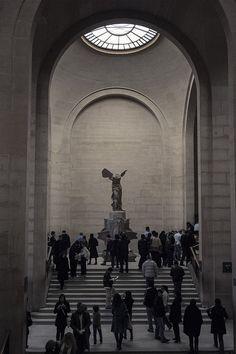 The Winged Victory of Samothrace, the Louvre, Paris Winged Victory Of Samothrace, Night Aesthetic, Historical Art, Greek Art, Human Art, Art For Art Sake, Greek Gods, Art And Architecture, Life Is Beautiful