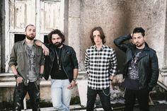 """Il rock degli Hangarvain sul palcoscenico di """"Magie Vocali"""" a cura di Redazione - http://www.vivicasagiove.it/notizie/il-rock-degli-hangarvain-sul-palcoscenico-di-magie-vocali-il-concerto-domani-alle-21-al-teatro-citta-di-pace-di-caserta/"""