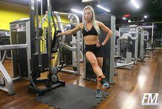 Exercício: Adução de Quadril na Polia. Grupo muscular: Adutores de quadril (coxa medial). Execução correta, recomendações, cuidados e mais informações.