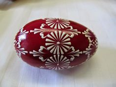 Husí vejce můžete ochutnat jen domácí, ale buchty z nich jsou úplný zázrak | Pochoutky Food Crafts, Diy And Crafts, Eastern Eggs, Christmas Balls, Christmas Ornaments, Polish Easter, Easter Egg Pattern, Easter Egg Designs, Egg Art