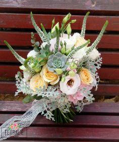 זר כלה בוהו שיק מהמם עם ורדים, ורוניקה, סוקולנט, ליזיאנטוס ודאסטי מילר.