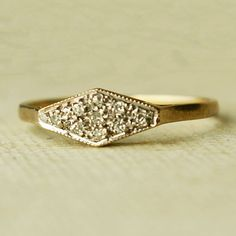 I love the simplicity of this. Actually, this is just a pretty ring. Color, cut, everything. Except perhaps that the metal could be less shiny...