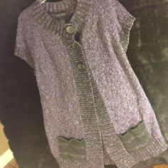 SHORT SLEEVE SWEATER NOMADIC TRADERS Absolutely beautiful sweater! Lovingly worn many times! Looks great over longsleeved tees; classy three button at the top with bottom open; extra long; with pockets in front Nomadic Traders Sweaters