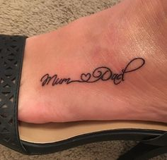 Mum and Dad tattoo Mum and Dad tattoo Mama und Papa Tattoo Mama und Papa Tattoo This image. Mum And Dad Tattoos, Dad Daughter Tattoo, Mama Tattoos, Tattoos For Dad Memorial, Foot Tattoos For Women, Family Tattoos, Tattoos For Daughters, Love Tattoos, Tattoos For Parents
