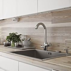 29 Top Kitchen Splashback Ideas for Your Dream Home - DIY Mock Wood Splashback Would you like to update your kitchen without undergoing a full remodel? Check out our top kitchen splashback ideas to get inspiration! Backsplash Herringbone, Wood Backsplash, Backsplash Ideas, Wood Tiles, Nordic Interior, Kitchen Interior, Interior Design, Kitchen Decor, Kitchen Centerpiece