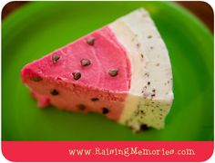 What a great idea! Her watermelon ice cream cake (for henry's birthday with strawberry and mint chip ice cream? Watermelon Ice Cream, Watermelon Cake, Yummy Treats, Sweet Treats, Yummy Food, Frozen Desserts, Frozen Treats, Mint Chip Ice Cream, Savoury Cake