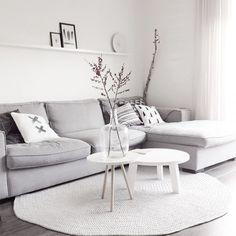 Décoration avec branches dans un salon scandinave  http://www.homelisty.com/salon-scandinave/