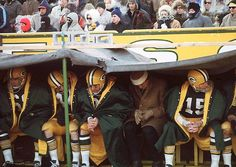 22 Chilling Photos Of The Infamous 1967 Ice Bowl At Frozen Lambeau Field