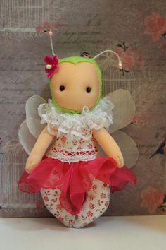 Aprende como hacer con el paso a paso esta linda muñeca Libélula Fidelina. Es muy fácil de hacer y puedes cambiar detalles y colores para hacerla totalmente personalizada. Preciosa!!