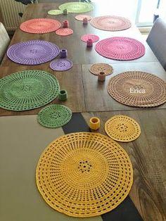 Perfect Crochet Sousplat Models – Knitting And We Bandeau Crochet, Crochet Diy, Love Crochet, Filet Crochet, Crochet Rugs, Crochet Placemats, Crochet Table Runner, Crochet Doilies, Dishcloth Crochet