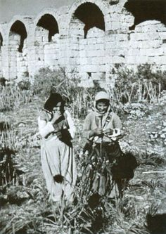Antalya Perge Antik kentinde Yörük kızları (1948) Antalya, My Land, Mount Rushmore, Mountains, Nature, Travel, Pictures, Naturaleza, Viajes