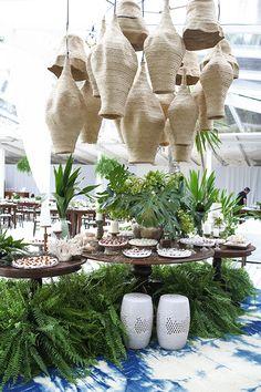 tropical decor home Interior Tropical, Design Tropical, Tropical Furniture, Tropical Home Decor, Tropical Houses, Tropical Colors, Luxury Lighting, Deco Table, Restaurant Design