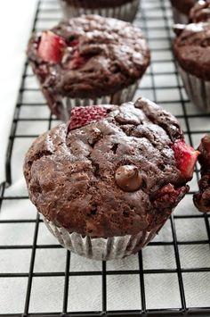 Ezennel én ezt a muffint kikiáltom a világ legjobb csokis muffinjának. Vegyétek-vigyétek a recepteket, próbáljátok ki és kedvetek szerint t...