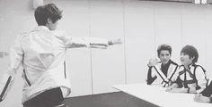 Luhan using his powers XD (GIF)