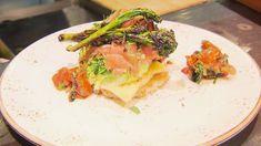 Leckere Reiscrispy-Tostadas mit gekräutertem Lachs, Avocado und Brokkoli aus Rosins Restaurants