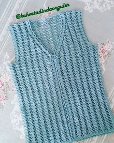 This Pin was discovered by Hab Gilet Crochet, Knit Crochet, Jacket Pattern, Baby Knitting Patterns, Crochet Clothes, Free Crochet, Model, How To Wear, Sweaters