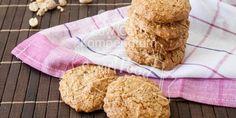 Herrlich duftende Low Carb Kekse mit Erdnussbutter und crunchy Erdnussstückchen. Erdnussbutter-Plätzchen (Crunchy Peanutbutter Cookies)