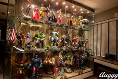 Meet this week's Featured Collector, Augustine Loh. He started out painting model figures and now has an amazing collection – including an entire display dedicated to his favorite character, Wolverine! The Original Hulk, Sideshow Statues, Toy Display, Display Cases, Marvel Room, Man Cave Room, Sideshow Collectibles, Displaying Collections, Learn To Paint