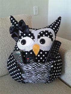 Owl Sewing, Free Sewing, Sewing Crafts, Sewing Projects, Owl Pillow, Baby Pillows, Remote Control Holder, Hanging Flower Pots, Diy Pillow Covers