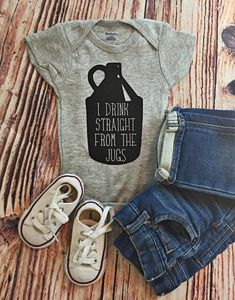 READY TO SHIP! I drink straight from the jugs bodysuit baby shower gift, funny baby gift, beer lover gift, beer growler – BABYCLOTHİNG Funny Baby Gifts, Funny Baby Clothes, Baby Boy Gifts, Funny Babies, Funny Baby Boy Onesies, Funny Boy, Funny Onesie, Beer Funny, Baby Girl Onesie