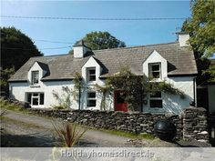 2 bed traditional holiday cottage in Caherdaniel, Rath, Co Kerry. sleeps only 100 yards to Rath beach, ideal base for exploring the Ring of Kerry, quaint holiday home in Caherdaniel 100 Yards, Holiday Traditions, Cottage, Cabin, Traditional, Ring, House Styles, Home Decor, Rings