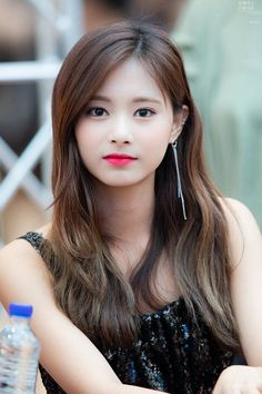 Tzuyu goddess of beauty Beautiful Girl Image, Beautiful Asian Women, Kpop Girl Groups, Kpop Girls, Korean Beauty, Asian Beauty, Side Braid Hairstyles, Le Jolie, Dance The Night Away