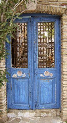 Blue door in Hydra Island, Greece (by Thøger on Flickr