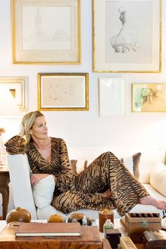 Inside India Hicks' Heavenly Bahamas Home Estilo India, Rattan Bar Stools, British Colonial Style, Interiors Online, Rattan Furniture, Cool House Designs, Decoration, Bean Bag Chair, Home Goods