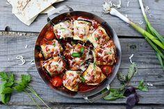 Rulouri de vinete cu piept de pui, în sos marinara » Bucătăria Familiei Mele Thing 1, Mozzarella, Vegetable Pizza, Vegetables, Food, Essen, Vegetable Recipes, Meals, Yemek
