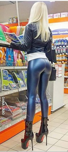Shiny Leggings, Leggings Are Not Pants, Monster Photos, Dresser, Girl Fashion, Leather Pants, Tights, Spandex, Lady