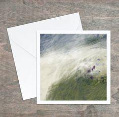Carte de vœux, dessin abstrait original, vert bleu blanc mauve, 5,25x5,25, intérieur blanc. Carton satiné, grande qualité, enveloppe. Mauve, Polaroid Film, Custom Map, Greeting Cards, Envelope, Originals, Impressionism, Graphic Design, White People