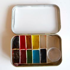 I'd love to make this for my hiking trip. =====another pinner writes: Portable watercolor paint set in a mint tin! Fun, but I'm not sure how the paper separators will hold up over time. Also, I'd recommend using a much larger water container, and use a travel toothbrush (or brush) holder to carry regular-sized brushes.