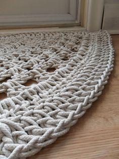 Crochet door rug - no pattern Love Crochet, Crochet Crafts, Crochet Yarn, Crochet Stitches, Crochet Projects, Crotchet, Learn Crochet, Crochet Carpet, Door Rugs
