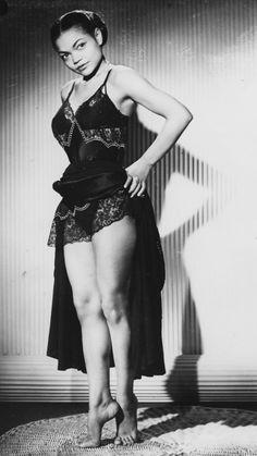 The absolutely wonderful Eartha Kitt. 29 Old School Black Actors Who Were Absolute Stunners Vintage Black Glamour, Vintage Beauty, Retro Vintage, Vintage Ladies, Teen Vogue, Zendaya, Marilyn Monroe, Beautiful Black Women, Beautiful People