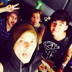 The all look beautiful bur LOOK AT ASHTONS EYES!!! They glow.......