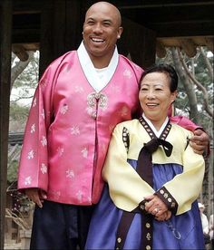 Men in Hanbok: Hines Ward, an American football player who plays for the NFL's Pittsburgh Steelers in a hanbok with his mother Kim Young Hee.
