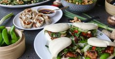 4 x recepten voor een Chinees etentje | Bao buns met hoisin kip, vega dumplings, mango salade en gegrilde groenten - Beaufood Asian Recipes, Healthy Recipes, Ethnic Recipes, Bao Buns, Dim Sum, Fresh Rolls, Food Inspiration, Love Food, Main Dishes