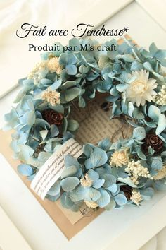 皆さんご覧頂きありがとうございます。M's craftへようこそ(^^)棚用にちょこんと飾るリースがあったらいいな、という方もいらっしゃいますね。こちらはそんな、小さなリースになります。とっておきの綺麗な水色のドライ紫陽花に白い小花を添えて、爽やかに。お...