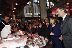 Los Reyes Felipe VI y Letizia, en el Mercado Central de Valencia @MCentralVlc para conmemorar su centenario.  24-11-2016