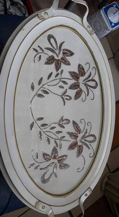 This Pin was discovered by nur Embroidered Flowers, Hand Embroidery, Diy And Crafts, Decorative Plates, Projects To Try, Cross Stitch, Canning, Sewing, Create