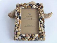 marco de fotos con piedras