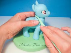 http://cake.corriere.it/2013/08/30/rainbow-dash-tutorial/