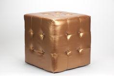 Puf Cubo com Botões Cobre | A Loja do Gato Preto | #alojadogatopreto | #shoponline | referência 23159374