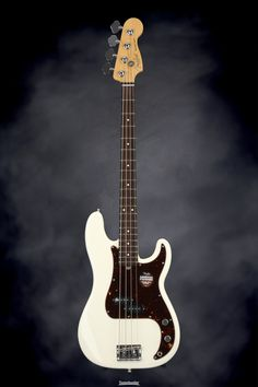 4-string Electric Bass with Alder Body, Maple Neck, Rosewood Fingerboard, and 1 Custom Shop '62 P Bass Single-coil Pickup - Olympic White