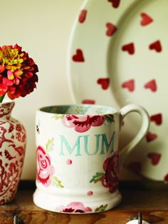 Emma Bridgewater Rose & Bee MUM 0.5 Pint Mug 2014 www.byhedges.nl