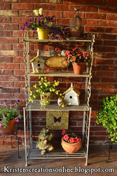 Outdoor baker's rack with flowers, and birdhouses (backyard covered patios benches) Backyard Covered Patios, Backyard Patio, Backyard Landscaping, Bakers Rack Decorating, Porch Decorating, Garden Shelves, Plant Shelves, Outdoor Bakers Rack, Outdoor Shelves