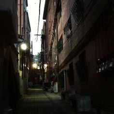 .@제로쿨 | 골목좋아.. #계동 #alley #back_street #city #urban #igaddict #igdaily #instaco... | 서울 종로 계 | 2013 12 03 |