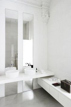 Could do tall skinny mirrors up to ceiling in master....three or four of them - in line with sinks and on the outside.