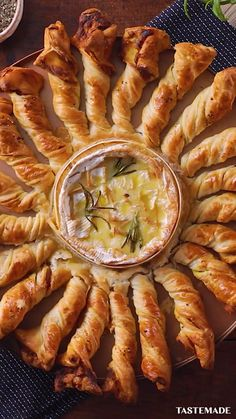 Appetizer Recipes, Dinner Recipes, Cheese Appetizers, Brunch Recipes, Brunch Dishes, Brie Appetizer, Appetizer Ideas, Holiday Recipes, Puff Pastry Appetizers